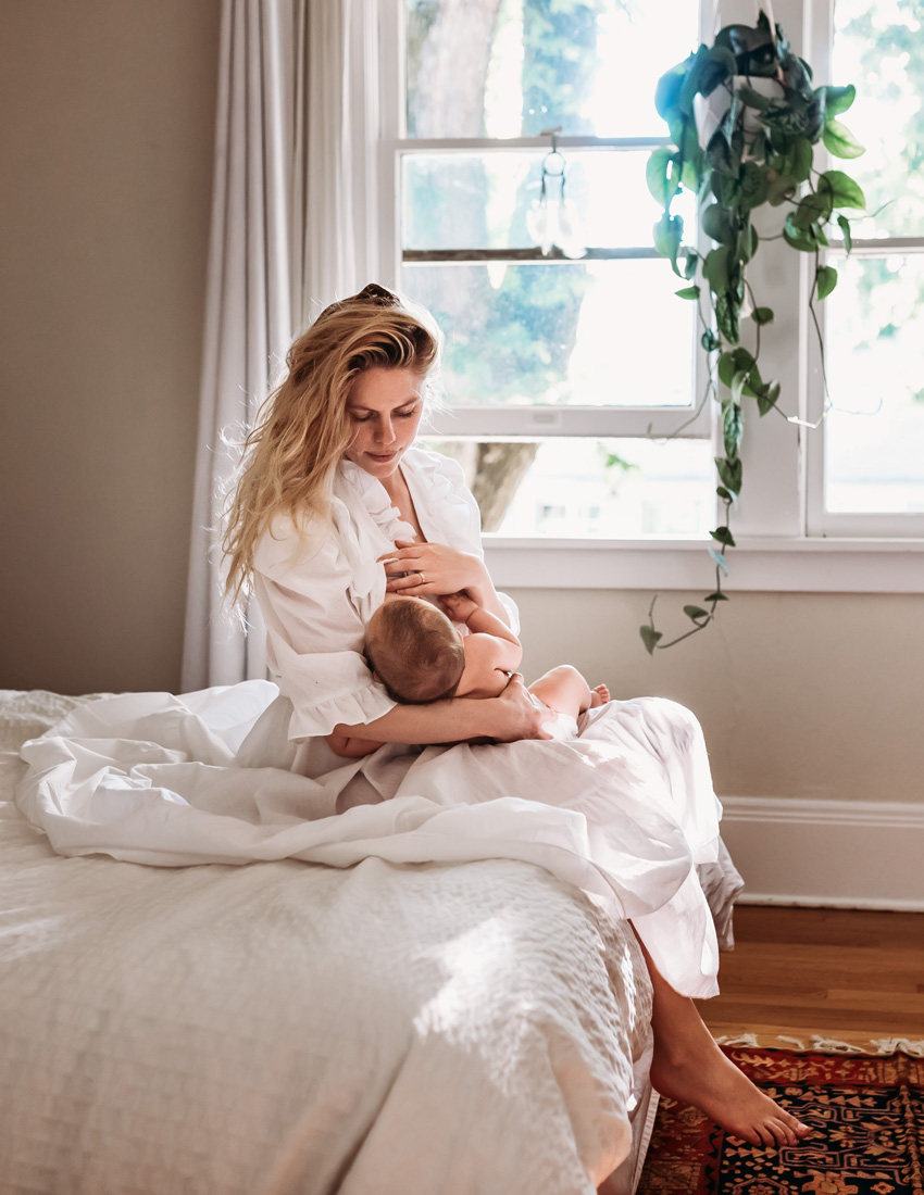 Newborn lifestyle session mother breastfeeding baby